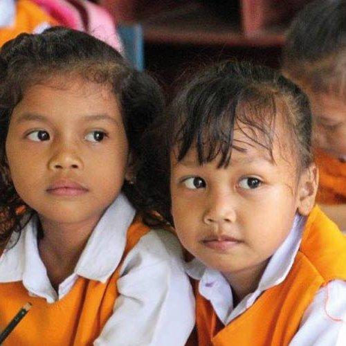 Maedchen-in-der-Schule-in-Indonesien