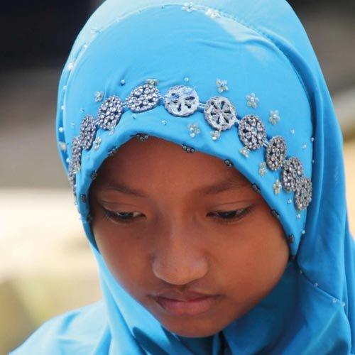 Muslimisches-Maedchen-an-der-christlichen-Schule