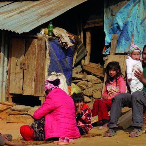 In dieser Bergregion leben die Familien in einfachen Holzhütten. Nachts bläst ein eisiger Wind.